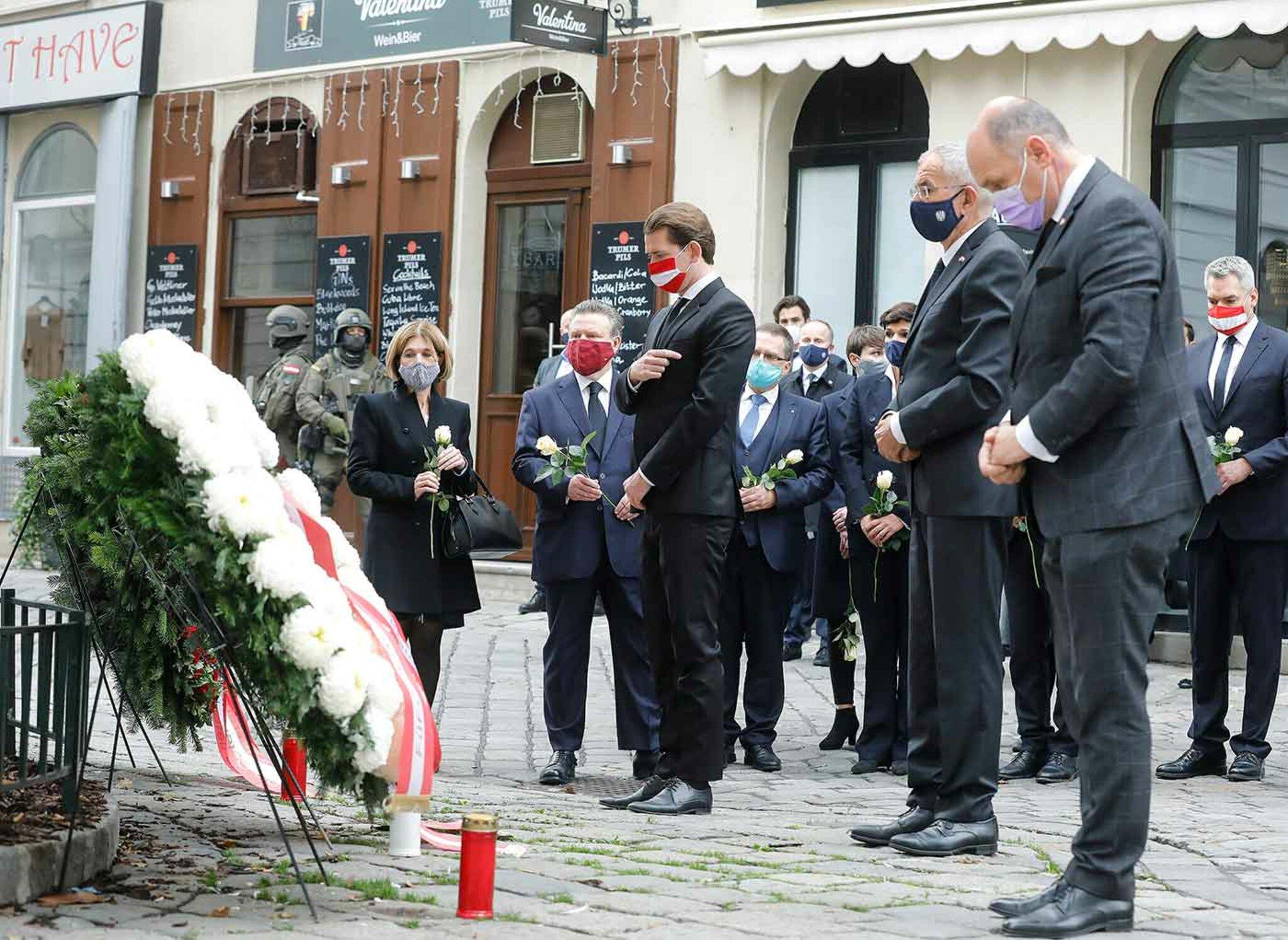 Geeinter Auftritt der österreichischen Spitzenpolitiker bei der Kranzniederlegung in Wien
