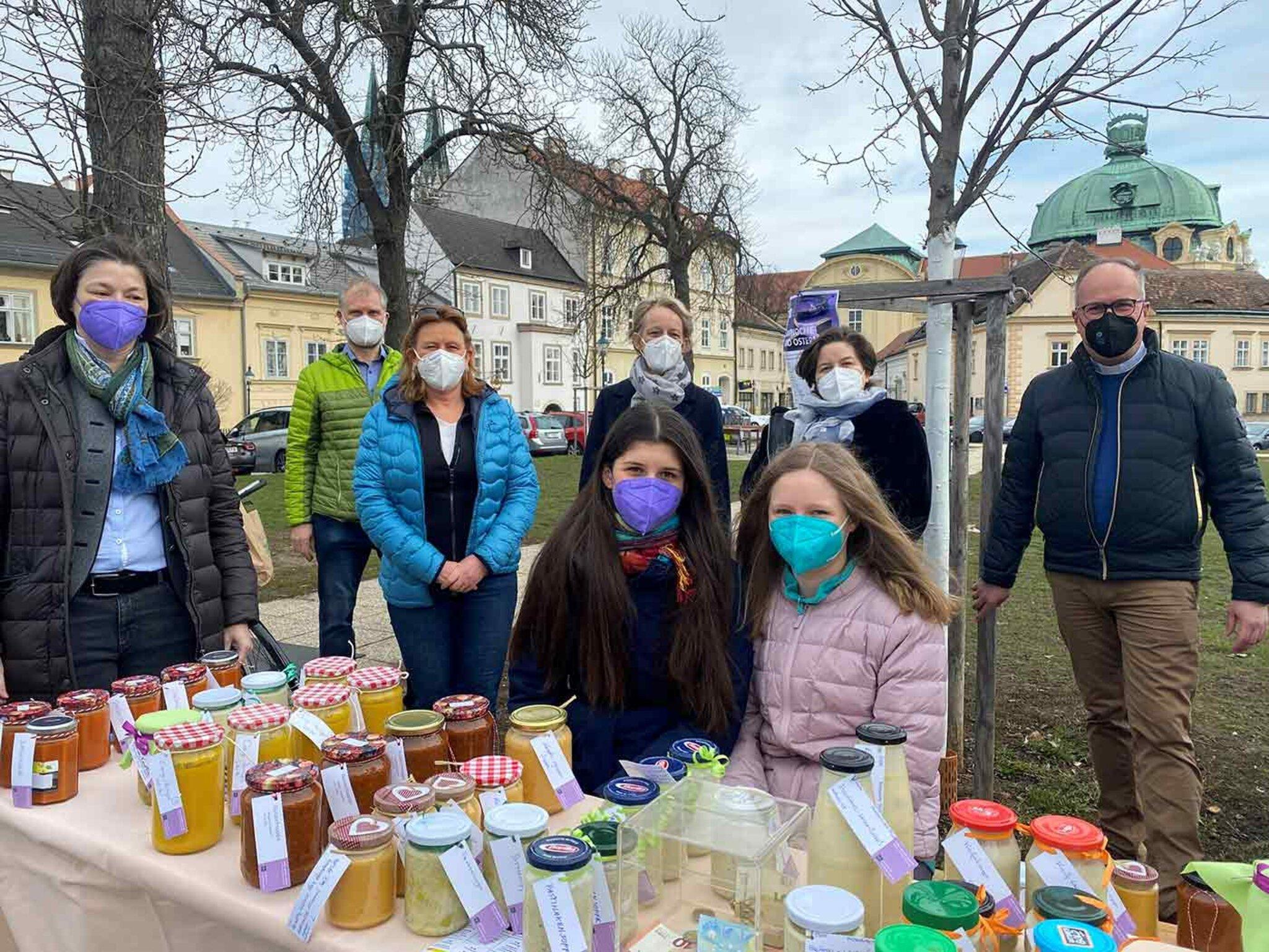 Aktion Familienfasttag 2021 Fastensuppenessen in der Stiftspfarre Klosterneuburg.